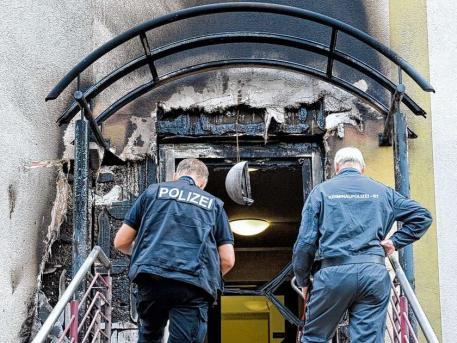 Fotos] Ataque incendiario contra Estación de Policía en Berlin ...